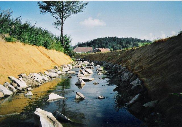 Vodohospodářské stavby / odbahňování rybníků a realizace